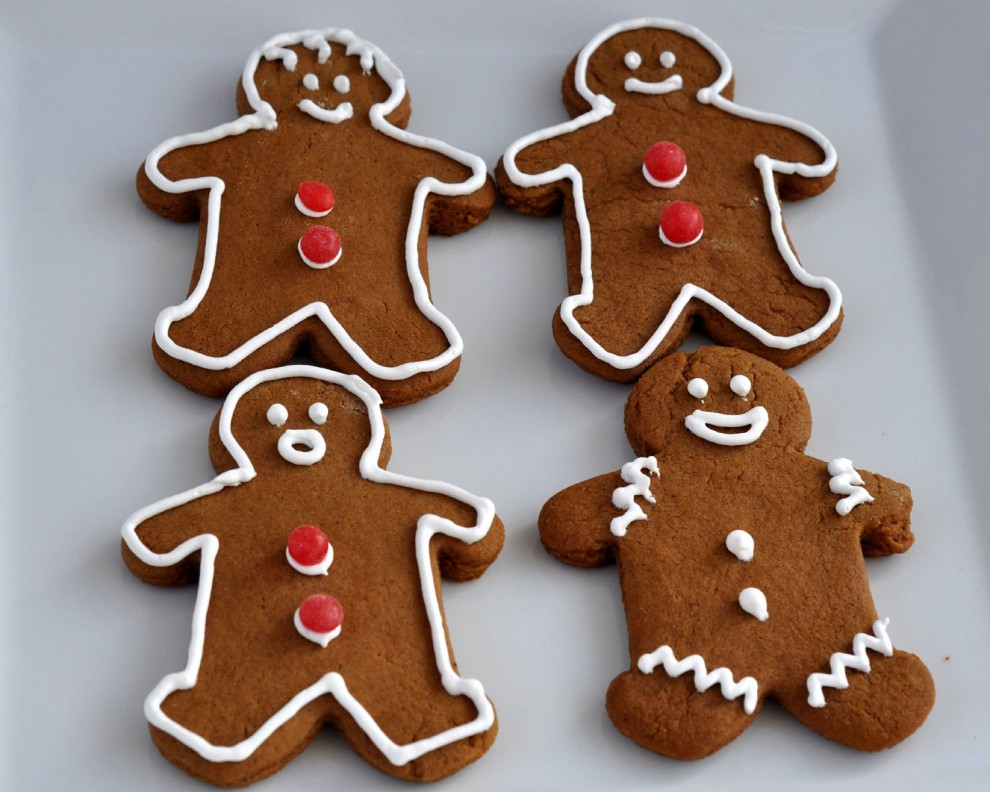 simple gingerbread cookie decorating